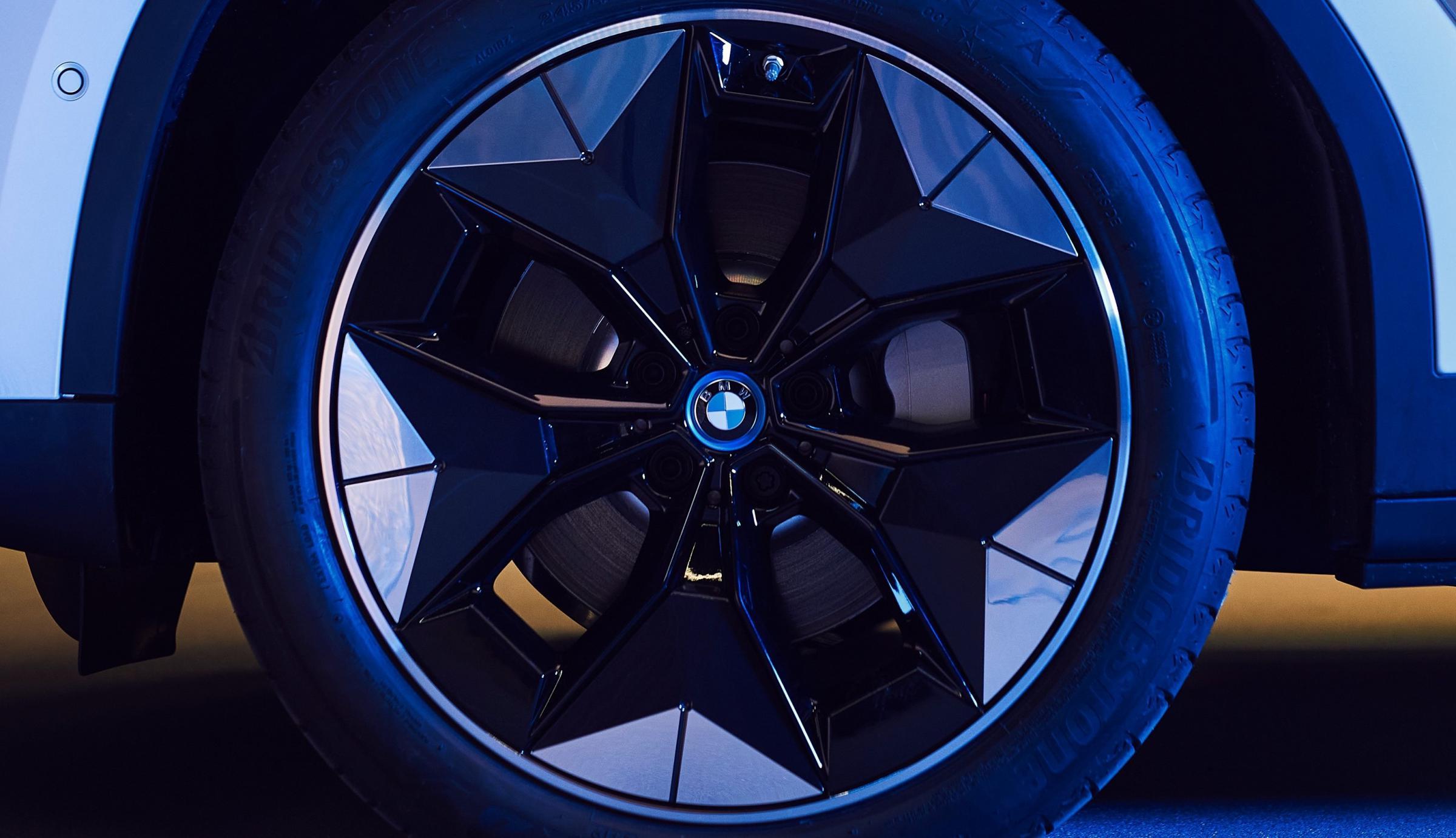 Name:  BMW iX3 i4 Aerodynamic Wheels1 2.jpg Views: 4593 Size:  238.1 KB